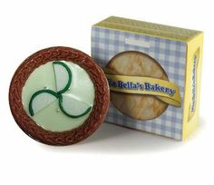 Mia Bella's Bakery - Key Lime Pie, this incredible handmade pie of tangy lime, green lemon zest and vanilla cream has 3 wicks for an even burn and long lasting fragrance to smell up your home or office.
