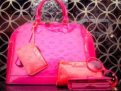 PINK LOUIS VUITTON! Can you say OH MY GOODNESS  lol if only i could bring myself to spend that much on a bag xP
