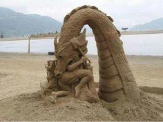 """""""Orrore in spiaggia"""" ...altro che castelli di sabbia!"""