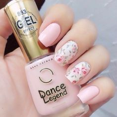 April nails Beautiful delicate nails Delicate nails Delicate spring nails Gentle nails with flowers Gentle shellac nails Pale pink nails Spring nail art Rose Nail Art, Floral Nail Art, Rose Nails, Flower Nails, Nail Designs Floral, Nail Art Flowers, White Nail Art, Black Nail, Floral Design
