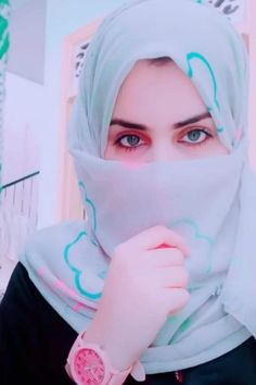 Versions Share ©by: ·║Rhèñdý Hösttâ║· Thank you for . Beautiful Hijab Girl, Beautiful Muslim Women, Beautiful Girl Image, Beautiful Eyes, Cute Girl Pic, Stylish Girl Pic, Cool Girl, Cute Girls, Arab Girls Hijab