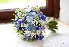 Bouquet de mariage bleus avec des bleuets, larkspur, lavande et lisianthus #bl ..., #avec #bleuets #bleus #bouquet #des #Hochzeitsstrauß #larkspur #lavande #lisianthus #mariage