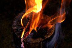 Фінська свічка - це швидко і зручно в похідних умовах, тільки треба мати з собою пилку, топірець і дріт.