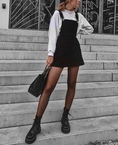 Black And White Outfits Make You Fashionable Outfits With Black ; schwarz-weiß-outfits machen sie modische outfits mit schwarz Black And White Outfits Make You Fashionable Outfits With Black ; Winter Dress Outfits, Cute Fall Outfits, Winter Fashion Outfits, Look Fashion, Trendy Fashion, Fall Fashion, Summer Outfits, Fashion Dresses, Fashion Ideas