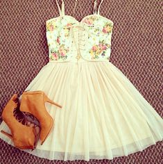 Cute summery outfit, with some really cute heels!