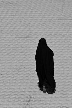 The mysterious beauty. Hijabi Girl, Girl Hijab, Muslim Photos, Hijab Drawing, Niqab Fashion, Hijab Collection, Islam Women, Anime Muslim, Hijab Cartoon