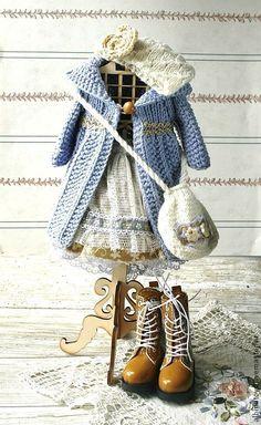 Одежда для кукол ручной работы. Ярмарка Мастеров - ручная работа Комплект для куклы. Вязаное пальто для куклы.. Handmade.