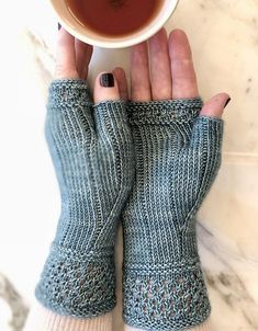 Ravelry: Boardwalk Stroll Mitts pattern by Jennifer Shiels T.-Ravelry: Boardwalk Stroll Mitts pattern by Jennifer Shiels Toland – Ravelry: Boardwalk Stroll Mitts pattern by Jennifer Shiels Toland – - Fingerless Gloves Knitted, Knit Mittens, Knitted Hats, Easy Crochet Patterns, Knitting Patterns Free, Free Knitting, Crochet Mobile, Mittens Pattern, How To Purl Knit