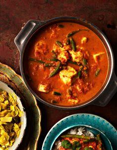 Nepalilaisessa kasvisruuassa leipäjuusto saa kaverikseen kermaisen tomaattikastikkeen. Joko, Wine Recipes, Curry, Ethnic Recipes, Cheese, Recipes, Life, Curries