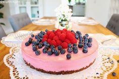 Himbeer-Creme-Torte und ein paar persönliche Zeilen... Esszimmer Diningroom Vintage Shabby Tischdeko leben wohnen living Dekoration Torte Kuchen Rezept backen kochen Früchte