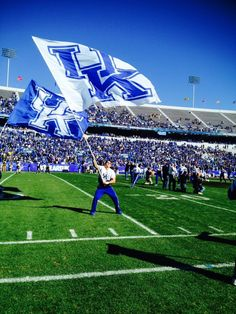 We see a man waving a flag, but look in the background. Why is the stadium so empty? Kentucky Wildcats Football, Uk Wildcats Basketball, Kentucky Sports, Fall Football, Kentucky Basketball, Football 2013, College Football, Derby Horse, Go Big Blue