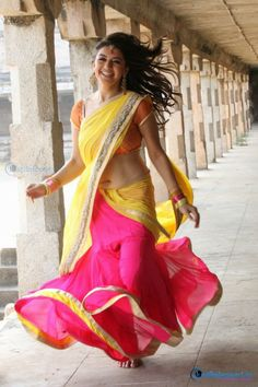 More @ http://www.justreleased.in/celebrity/hanshika-saree-photos/