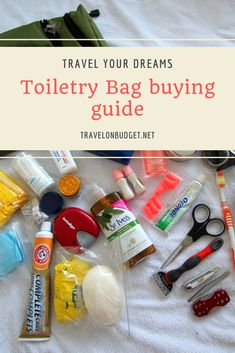 It's vacation time, and you need a toiletry bag. We made you a nice selection, but before that, ask yourself some questions. Are you the type to take the millions of cosmetics from your bathroom as soon as you move? Packing Cubes, Toiletry Bag, Sewing Hacks, Passport, Travel Inspiration, Traveling By Yourself, Travel Tips, Community, Cosmetics