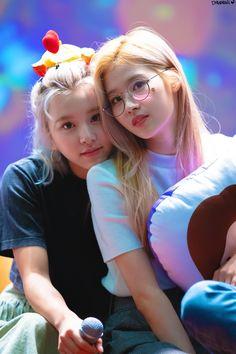 Twice-Chaeyoung & Sana 190504 Nayeon, K Pop, The Band, South Korean Girls, Korean Girl Groups, Nct, Twice Fanart, Sana Minatozaki, Sana Momo
