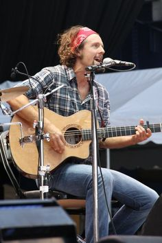 Jason Mraz he is the reason i play the uke. he is also known to go sit by the beach, and play his guitar and allows anyone to sit and watch. only because this man is amazing.