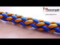In this video I show you a different way of creating a round sinnet. This way requires getting used to, but it is simple to remember. The result is an over t. Paracord Knots, 550 Paracord, Paracord Bracelets, Survival Bracelets, Loop Knot, Knot Braid, Macrame Bracelet Patterns, Girl Scout Crafts, Bracelet Knots