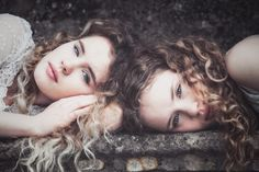 Two heads are better than one - A portrait of twin sisters Jesse and Layla Fraser. Two Heads, Sister Friends, Conceptual Photography, Twin Sisters, Most Popular, Bellisima, Jon Snow, Twins, Dreadlocks