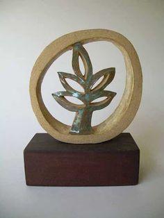 La cerámica gres es un excelente material, cálido por su colorido y textura. Ideal para objetos utilitarios y también para esculturas.