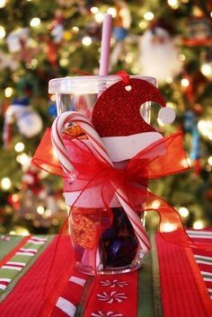 45 DIY Gifts For Co-Workers, Cousins, or Other Big Groups - christmas gift ideas for co workers - Geschenke All Things Christmas, Winter Christmas, Christmas Holidays, Christmas Decorations, Xmas Gifts, Craft Gifts, Diy Gifts, Coworker Christmas Gifts, Father Christmas