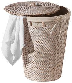 Im Wäschekorb aus dem Hause LANDSCAPE können Sie diskret Ihre Wäsche vor dem Waschen aufbewahren. Der runde Wäschekorb in Weiß aus Rattan ist innen mit Baumwolle ausgekleidet. Dank eines Deckels ist die Wäsche vor Blicken geschützt. Der perfekte Wäschekorb für das Bad.
