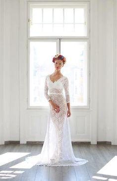 Wedding+Dream+Variabilné+svadobné+šaty+tvorí+saténový+základ+s+krinolínou,+ktorá+drží+A-čkový+tvar+sukne.+Vrchnú+vrstvu+tvoria+celokrajkové+šaty+z+krásnej+a+jemnej+krajky.+Šaty+šijem+na+mieru.+Viac+info+v+správe.