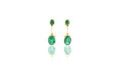 Composizione:orecchini in oro 750, con doppia coppia di smeraldi dello Zambia per un totale di 1.75 carati,uniti da una barra.  Dimensione: 24mm