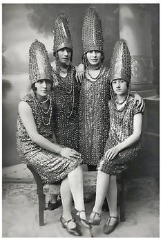 The Pickle Sisters, 1920s (via Retronaut)