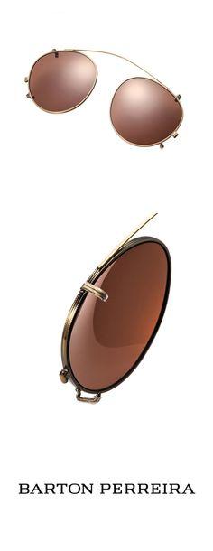 2007年にスタートしたバートンペレイラのメガネコレクションはたちまちファッション業界に強烈な影響を与えました。ビル・バートンとパティ・ペレイラが明確なビジョンをもって立ち上げた高級メガネブランド、バートンペレイラは、最高の素材を使い日本で手作りされています。バートンペレイラのフレームは、ほとんどのメガネメーカーが行っているような大量生産ではありません。熟練した職人のハンドメイドで、その一つひとつが特別に作られる数量限定の製品です。   インハウスデザインで徹底的に作り上げるバートンペレイラのフレームは、さまに一つの芸術作品です。レンズは最高級の光学グレードCR-39のプラスチックレンズまたはガラスレンズを用意、100%の保護機能と快適さを提供します。また、バートンペレイラならではのカスタムデザインのレンズ、さらにパントンカラーで揃えたプラスチックZYLカラーは、どんな肌色にもフィットし肌を美しく見せます。