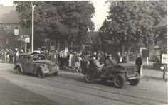 Op foto is een Opel Olympia te zien die wordt meegesleept werd door een jeep. Op de dag van de bevrijding zag kolonel Johnson de auto rijden.