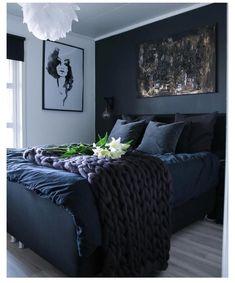 Modern Master Bedroom, Bedroom Black, Bedroom Green, Master Bedroom Design, Trendy Bedroom, Contemporary Bedroom, Dark Cozy Bedroom, Dark Blue Bedrooms, Master Bedrooms