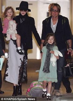 Nicole Kidman's curly haired cutie Faith is the spitting image of her mother as they touch down in Sydney for Keith Urban's tour | Daily Mail Online