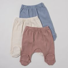 The T2 pull on pants with footies is the softest, most adorable yet durable bottom to accompany your newborn. The soft elastic and the additional panel contribute to the extra ease for your newborn. D