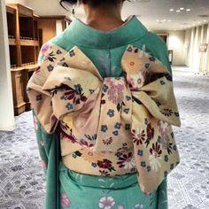 爽やかな振り袖にかわいい帯結びでした(^_^)卒業おめでとう♪#東亜和裁#toawasai #東亜和裁2015きもの祭り