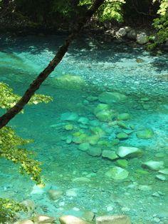ブルーに輝く清流が神奈川に!丹沢・ユーシン渓谷は青すぎる奇跡の絶景 | 神奈川県 | トラベルjp<たびねす>