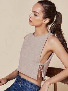The side tie detail makes such cute crop tops! - The side tie detail makes such cute crop tops! The side tie detail makes such cute crop tops! Cheap Crop Tops, Cute Crop Tops, Cropped Tops, Diy Crop Top, Cami Tops, Dress Tops, Dress Shirts, Look Fashion, Diy Fashion