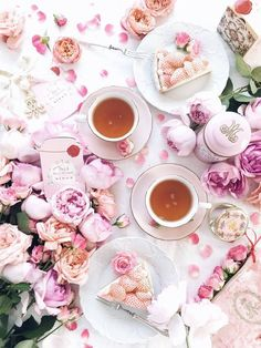 Sweet scent of flowers and Marie-Antoinette tea Have wonderful holiday . Flat Lay Photography, Food Photography, Afternoon Tea, Momento Cafe, Deco Rose, Coffee Love, Hot Coffee, High Tea, Tea Time