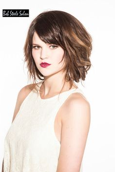 We love wavy bob hairstyles! Grab your texture tools and primping products and join us as we ride the waves of these stunning wavy bob hairstyles. Stylish Short Haircuts, Short Hairstyles For Thick Hair, Short Hair Cuts For Women, Curly Bob Hairstyles, Cool Hairstyles, Bob Haircuts, Textured Hairstyles, Over 40 Hairstyles, Layered Haircuts