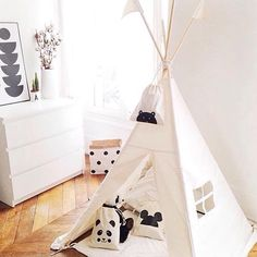 The plain Moozle MIDI size teepee styled by the lovely Mon Petit Zoreol. Check out @katemoozle on Instagram for more fantastic customer photos.