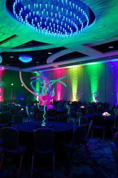 Neon Centerpiece with wire lght by Party People Celebration Company Neon Party Themes, Family Reunion Themes, Glow Stick Crafts, Glow Stick Wedding, Neon Flowers, Blacklight Party, Dream Party, Sweet Sixteen Parties, Neon Nights