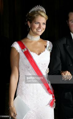 2005-King Harald, Queen Sonja & Crown Prince Haakon Of Norway Visit Sweden.Gala Dinner At The Royal Palace In Stockholm With King Carl Gustav, Queen Silvia, Crown Princess Victoria, Princess Madeleine, Prince Carl Philip & Princess Lillian.