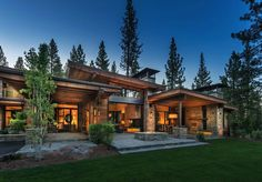 Mountain modern home in Martis Camp with indoor-outdoor living This mountain modern home was designed by Ryan Group Architects, located in the private community of Martis Camp, in Truckee, California. Mountain Home Exterior, Modern Mountain Home, Mountain House Plans, Mountain Homes, Modern House Plans, Modern House Design, Contemporary House Plans, Contemporary Style, Modern Rustic Homes