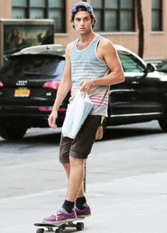 penn badgley looks like a serious dudebro here. I still love him.