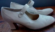 Vintage Kenneth Cole, Cream Leather Mary Jane, Womens 10 M White Heels, Mary Janes, Character Shoes, Dance Shoes, Cream, Best Deals, Leather, Vintage, Women