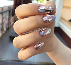 Semi-permanent varnish, false nails, patches: which manicure to choose? - My Nails Fabulous Nails, Gorgeous Nails, Pretty Nails, Foil Nail Art, Foil Nails, Nails With Foil, Ongles Forts, Foil Nail Designs, New Nail Designs
