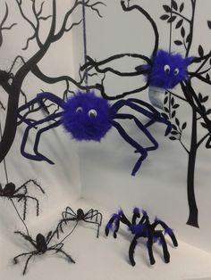 Para esta temporada de #Halloween2013 incluye arañas moradas para tu decoración. #DecoracionesHalloween