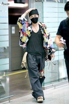 170706 G-Dragon - Gimpo Airport Japan Fashion, Kpop Fashion, Korean Fashion, Fashion Outfits, Airport Fashion, Funky Fashion, Fashion Men, Choi Seung Hyun, Gong Yoo