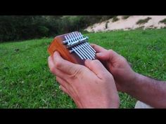 Kalimba Box Ancestral 8 notas wah wah nas laterais.