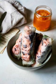 These refreshing spring rolls with nem nuong (aka nem nuong cuon) are healthy, yummy, and can be eaten at any time of the year. Healthy Spring Rolls, Pork Spring Rolls, Chicken Spring Rolls, Recipes With Fish Sauce, Pork Recipes, Cooking Recipes, Seafood Recipes, Asian Appetizers, Appetizer Recipes