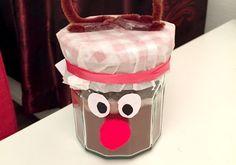 Een superleuk kerstcadeau om zelf te maken: warme chocolademelk in een pot met een Rudolph thema! Makkelijk, super persoonlijk en het ziet er leuk uit!