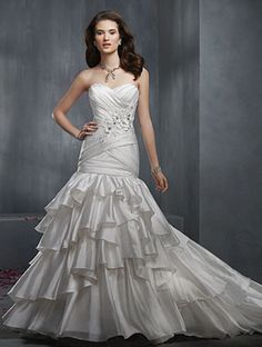Alfred Angelo 2303 Bridal Gown
